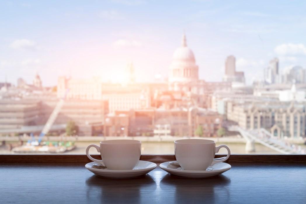 Zajděte si v Londýně na odpolední čaj