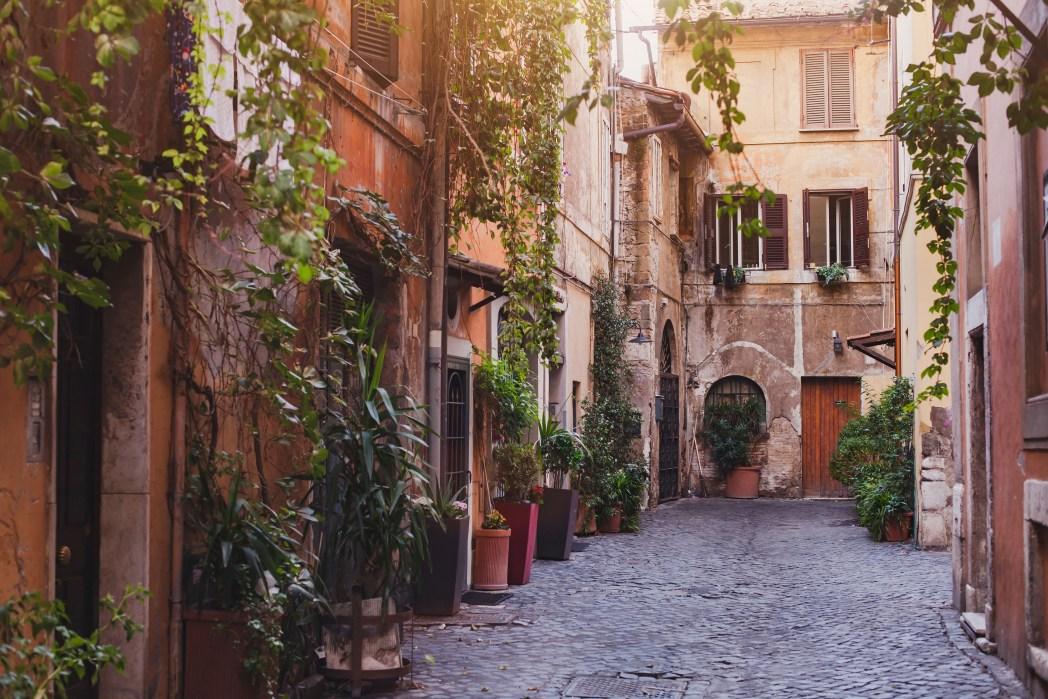 Řím má mnoho krásných historických památek a uliček